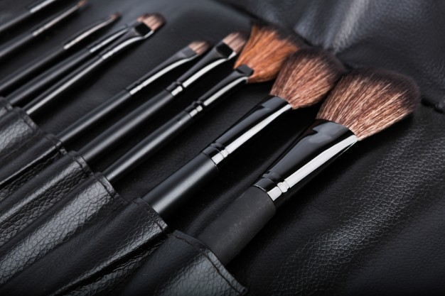 set-of-cosmetic-paint-brush-for-makeup_1232-2061.jpg